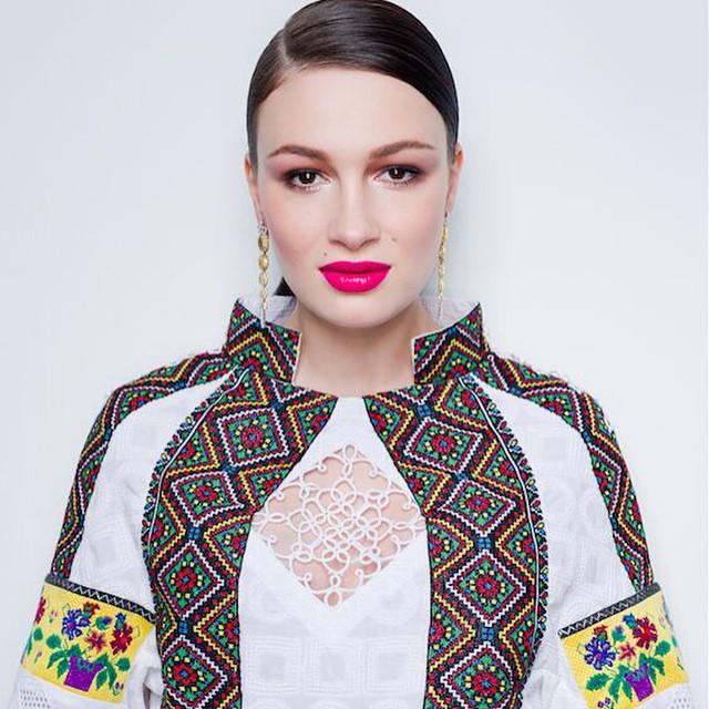 Певица Анастасия Приходько советует девушкам быть осторожней с краской для волос