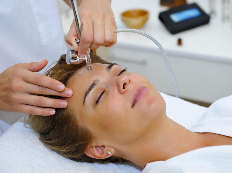 Безинъекционная мезотерапия сможет хорошо напитать кожу снаружи и внутри