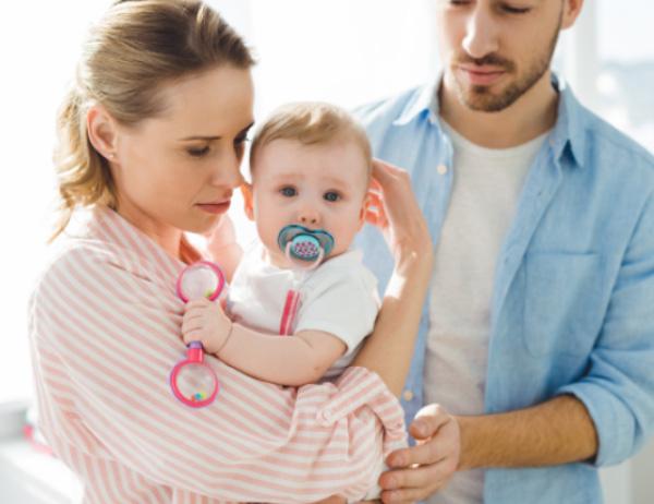 Как бороться с коликами, вздутием и запорами у малышей