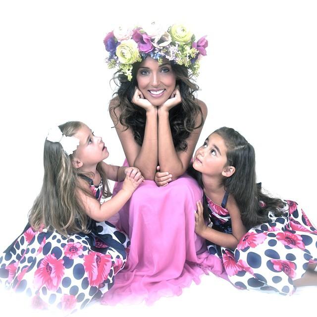 Алсу с дочками: Сафиной и Микеллой (слева)