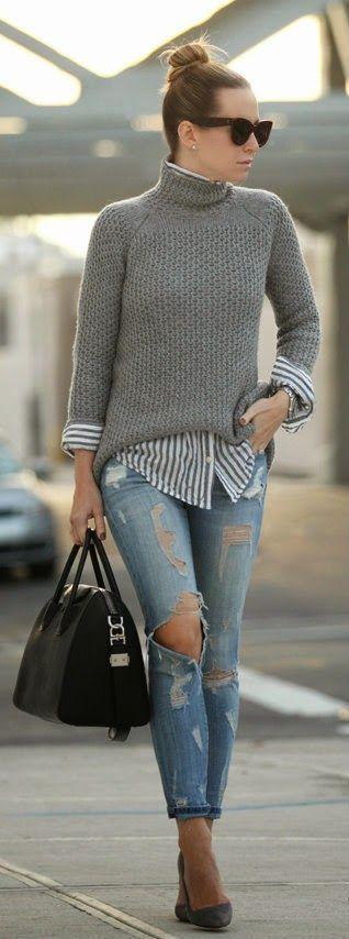 Серый свитер в сочетании с рубашкой