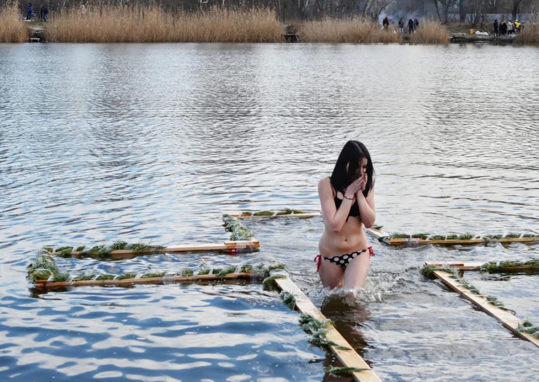 Условия, при которых детей можно купать в проруби