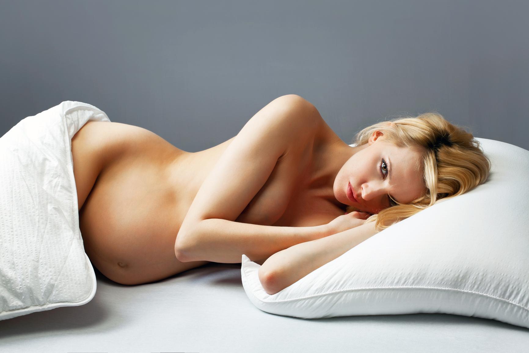 Как поза в сексе называется когда подлаживают под живот подушку