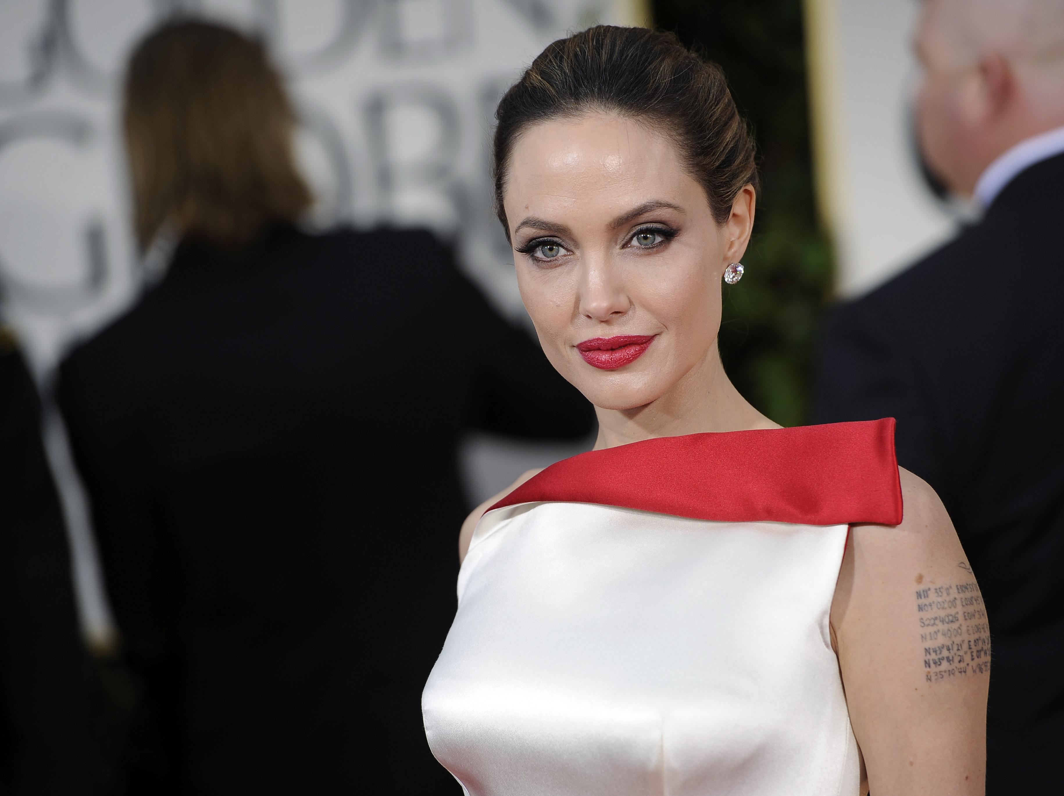 Актриса Анджелина Джоли предпочитает макияж со стрелками
