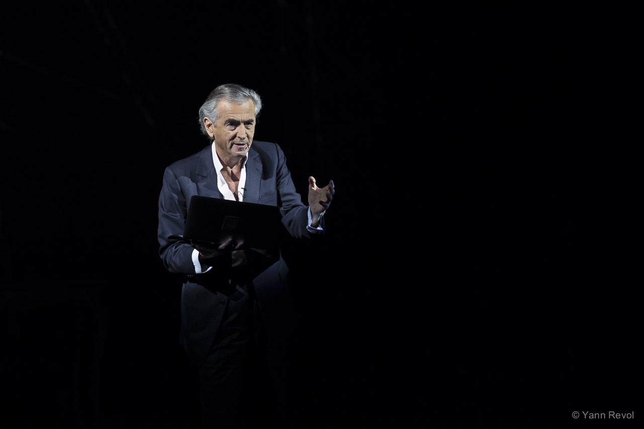 Накануне выборов в Киеве покажут выступление известного французского философа