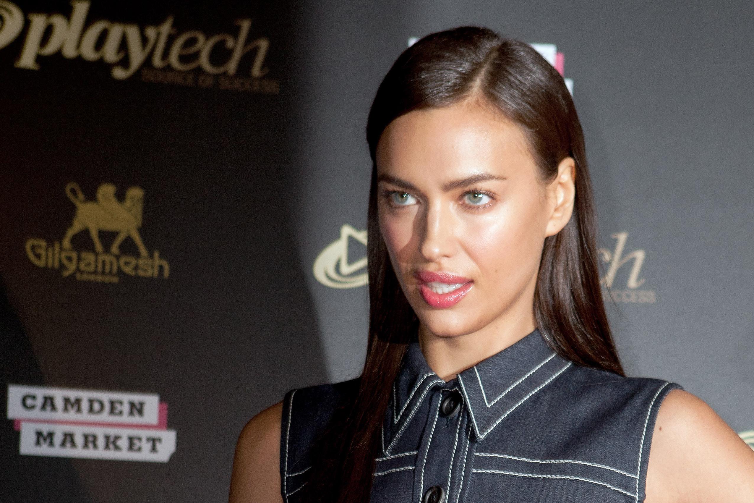 Ирина Шейк впервые вышла в свет после расставания с Роналду