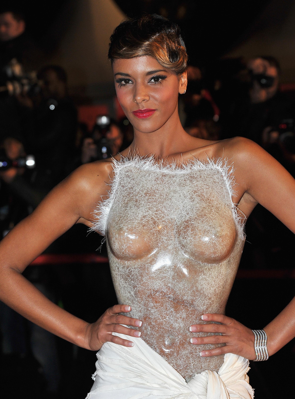 Фото русская певица показала грудь фото 237-413