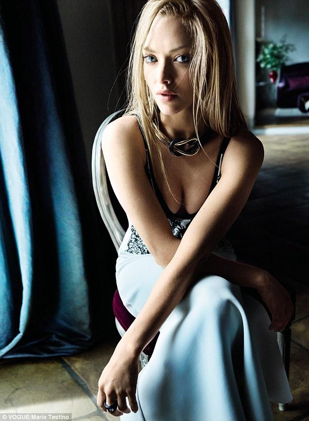 Аманда Сейфрид впервые украсила обложку Vogue
