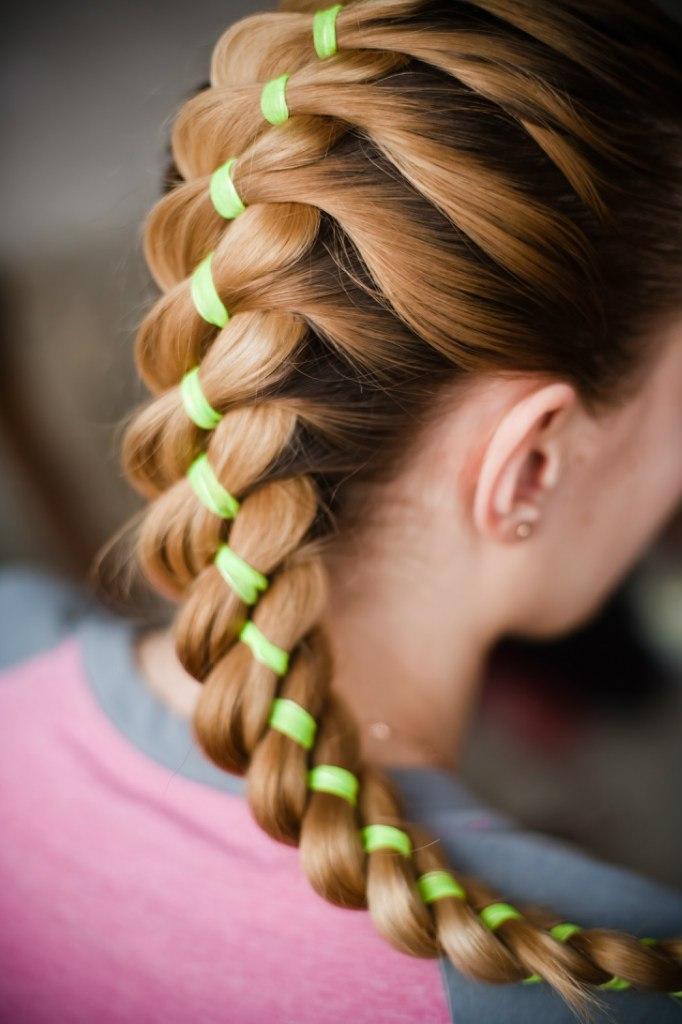 Плетение причёсок с лентой