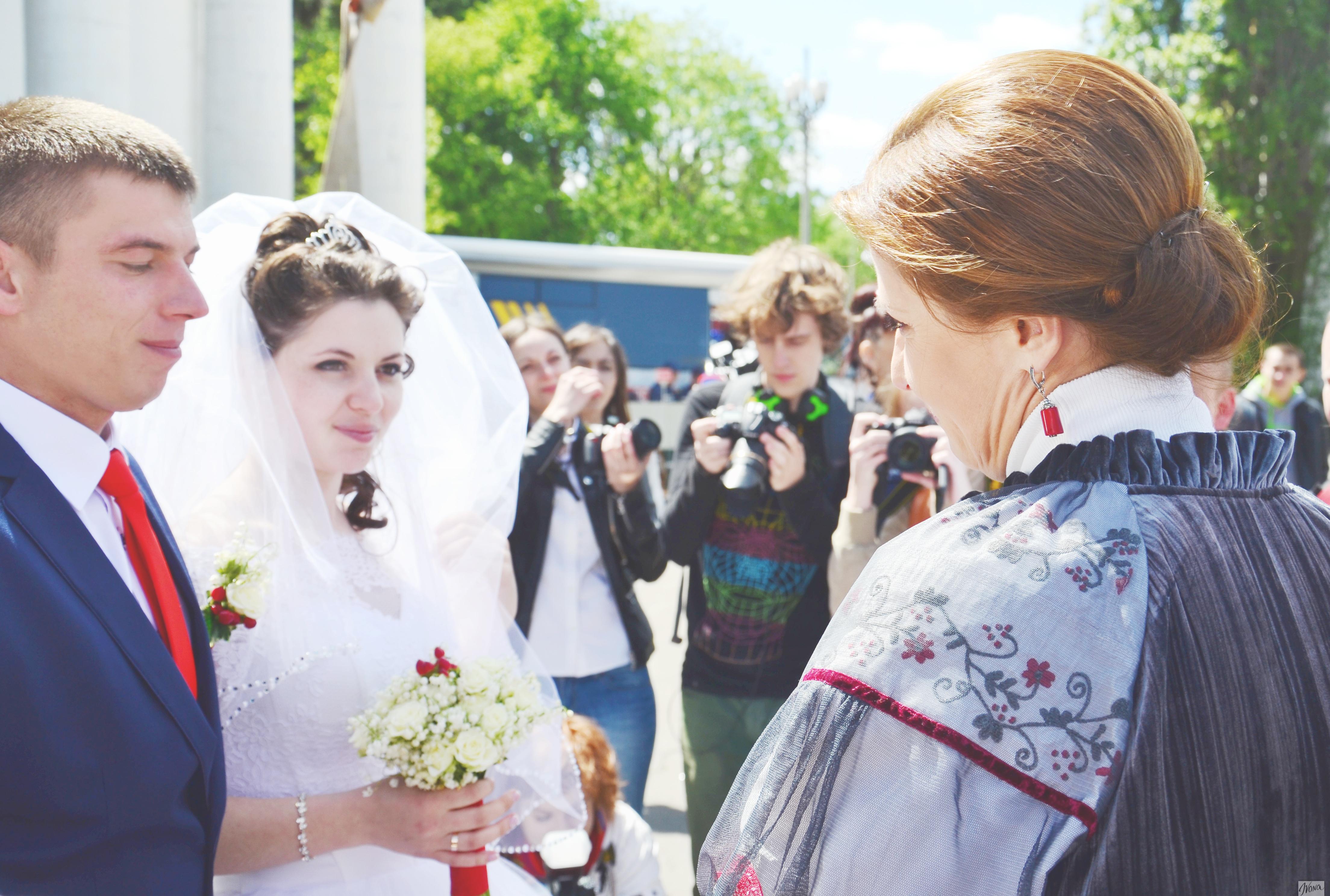 Марина Порошенко лично поздравила пару молодоженов со свадьбой