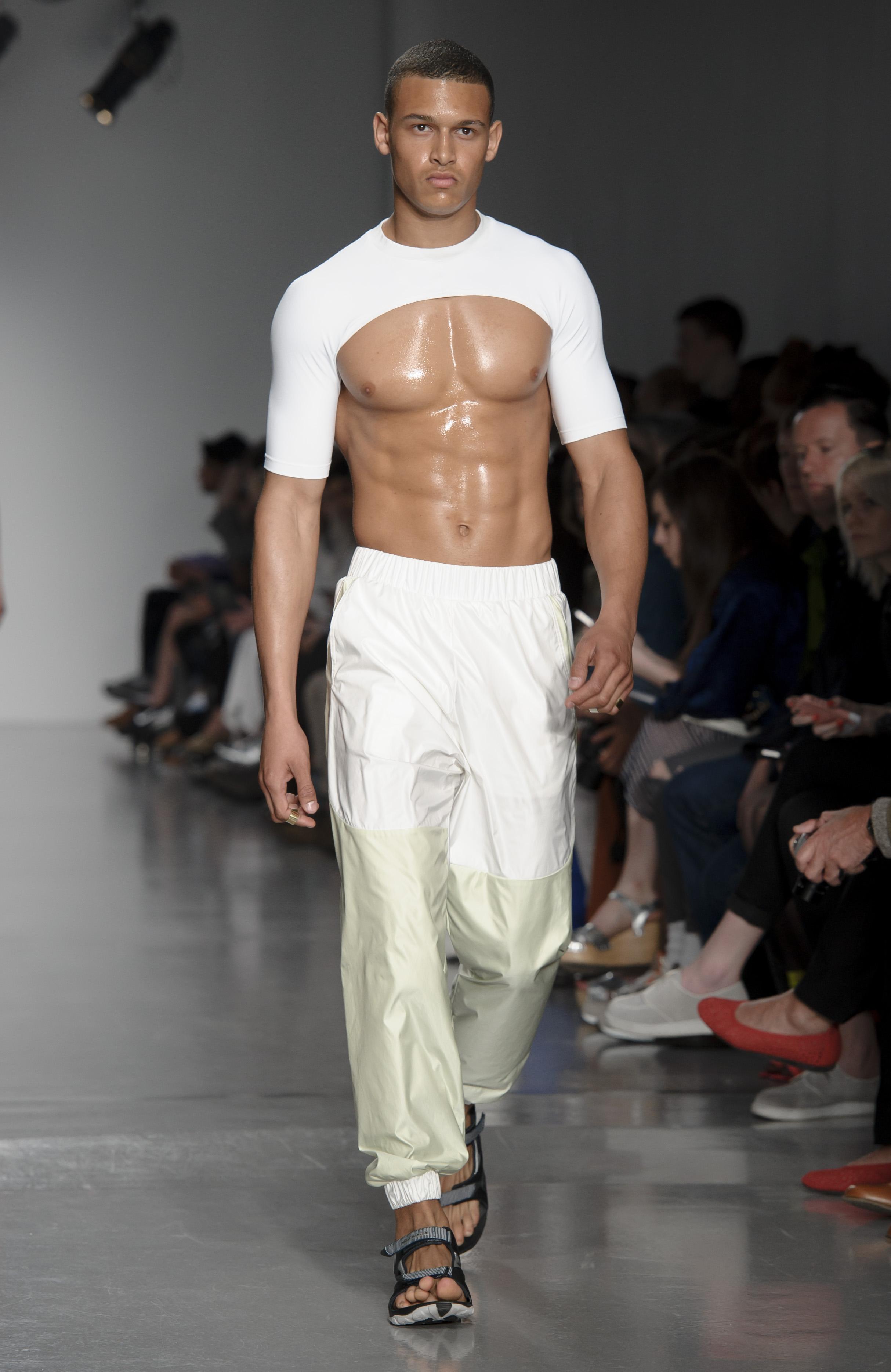Короткие топы в моде и у мужчин: показ Astrid Anderson весна-лето 2014