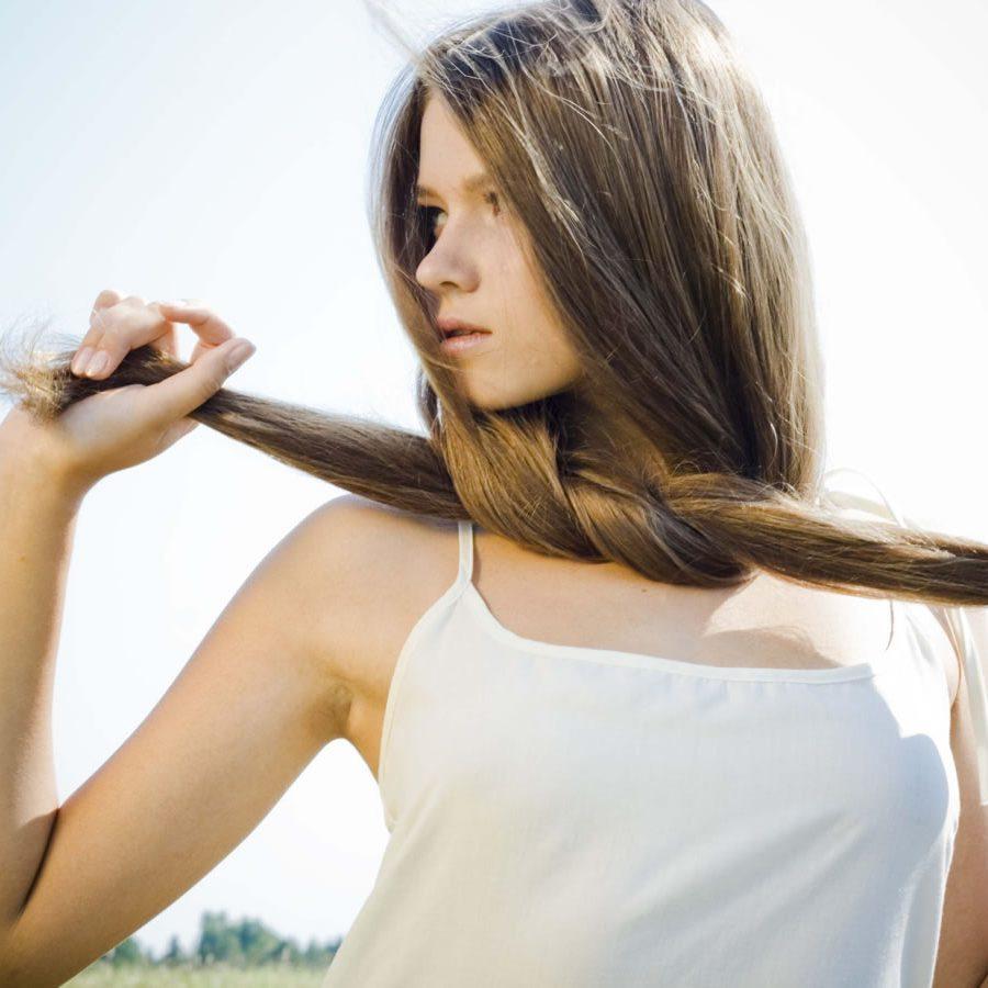 Как бороться с посеченными кончиками волос?