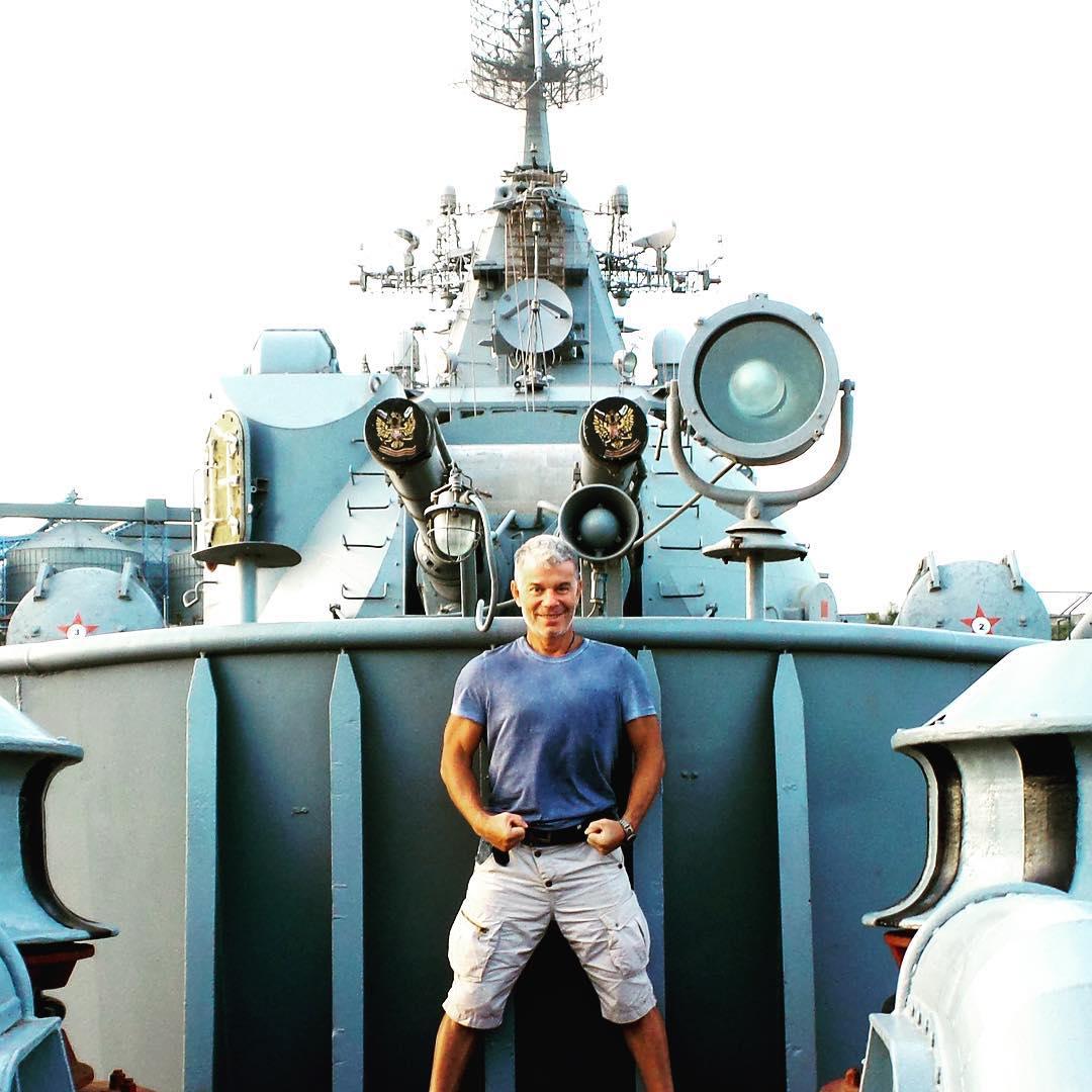 Газманов возле крейсера Москва