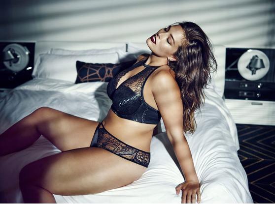 Модель Эшли Грэм в рекоамной кампании нижнего белья Modern Boudoir