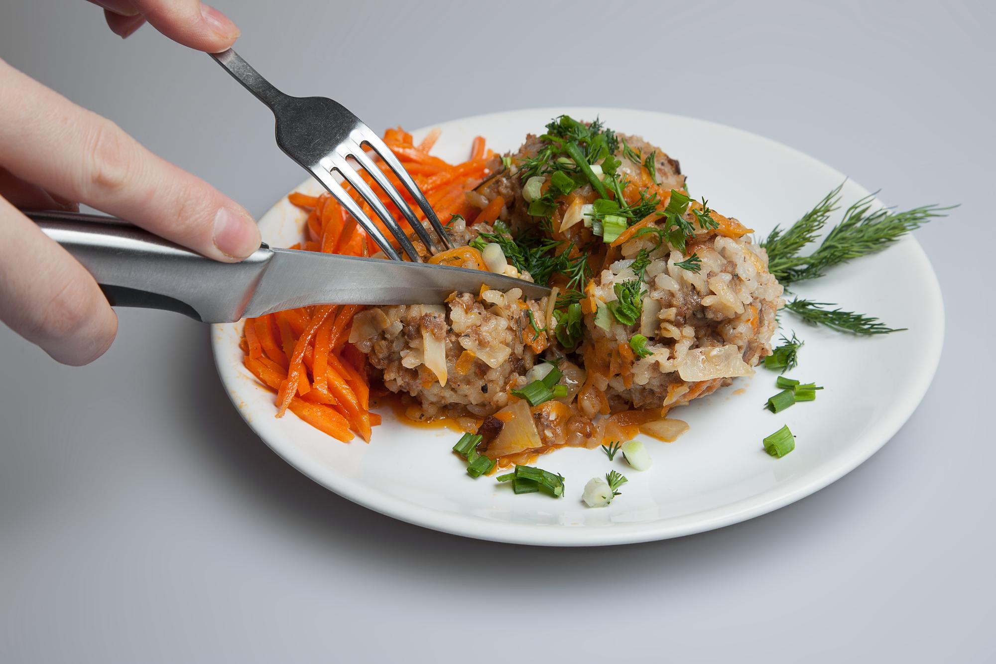 Ленивые голубцы с мясом и рисом слоями в духовке