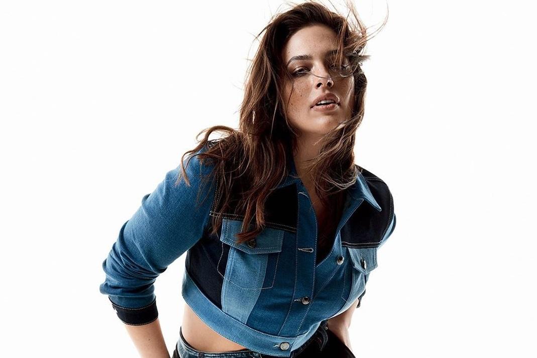Пышнотелая модель Эшли Грэм выставила пикантное фото