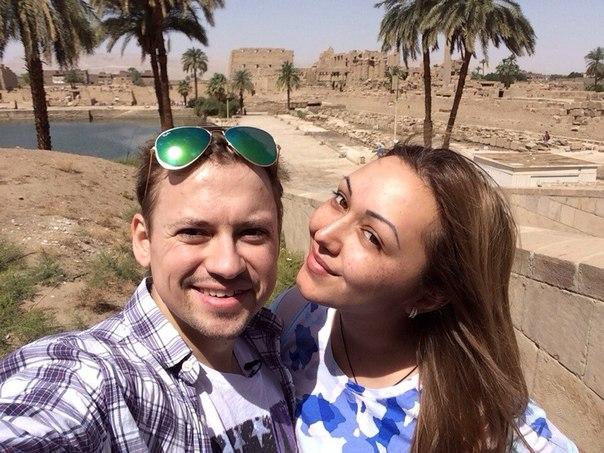 Актер со своей девушкой Дианой Очиловой