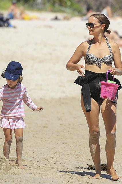 Натали Портман засняли во время семейного отдыха в Австралии