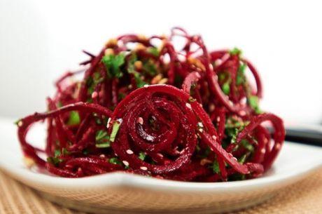Сила вкуса в простоте: салат из свеклы с грецкими орехами