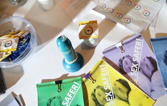 Трое учеников из Лондона изобрели новый вид презервативов