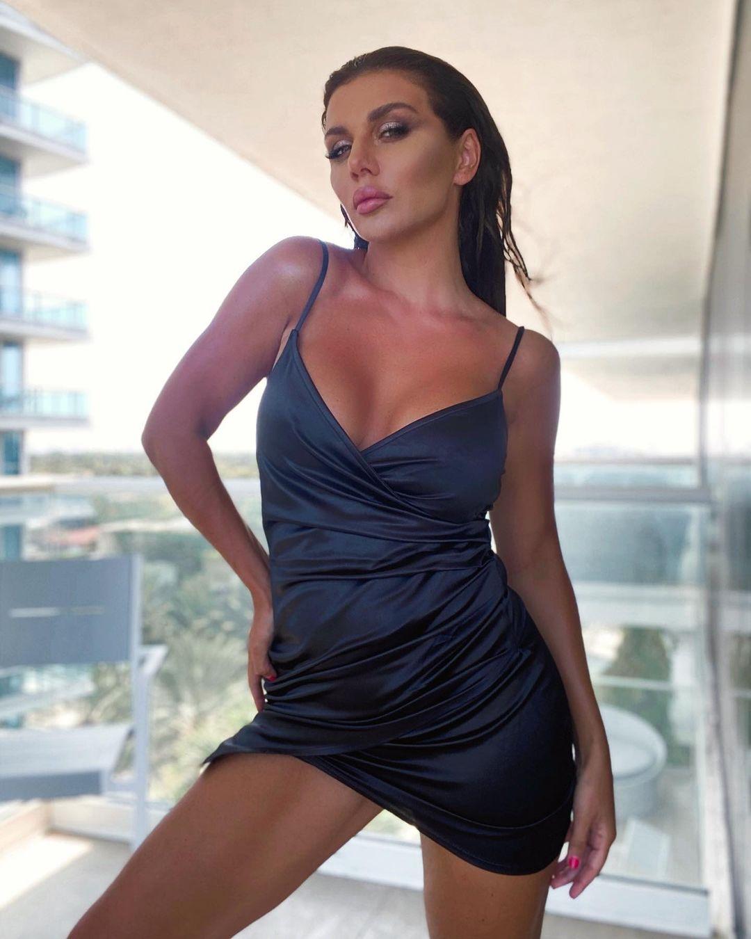 Анна Седокова произвела фурор в облегающем платье