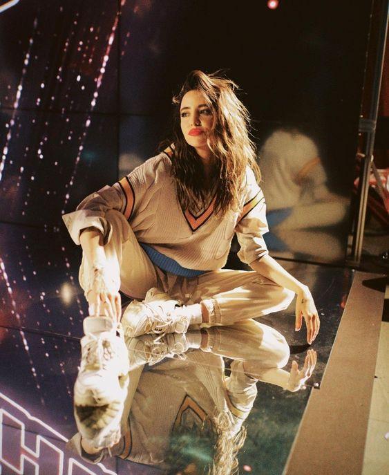 Наде Дорофеевой – 31: самые стильные образы певицы