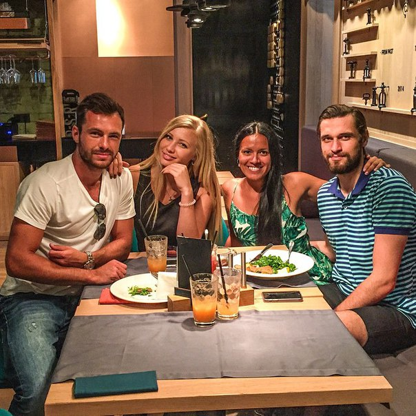 Сергей и Марина с друзьями