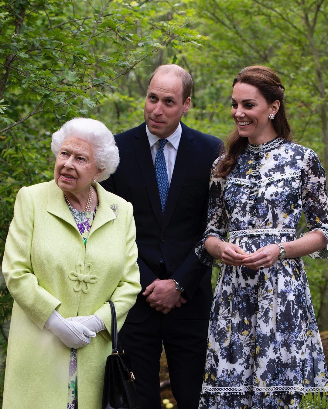 Герцог и герцогиня Кембриджские поделились умильными фото с детьми