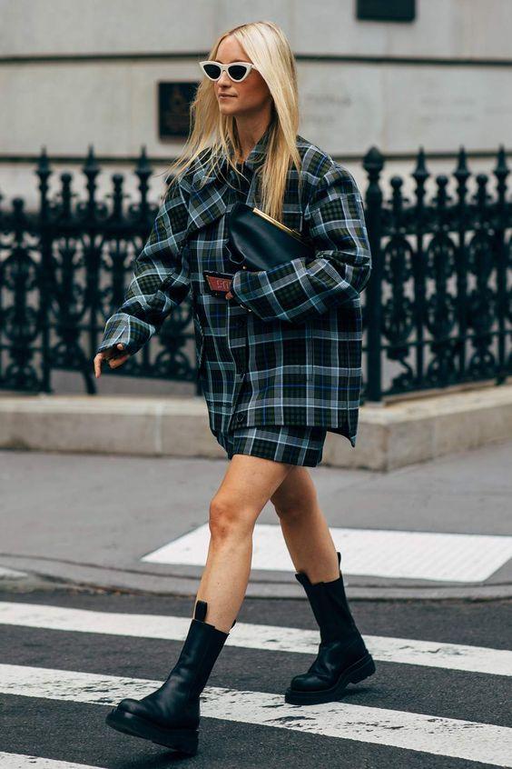 Самая модная обувь сезона: с чем носить ботинки челси весной 2021
