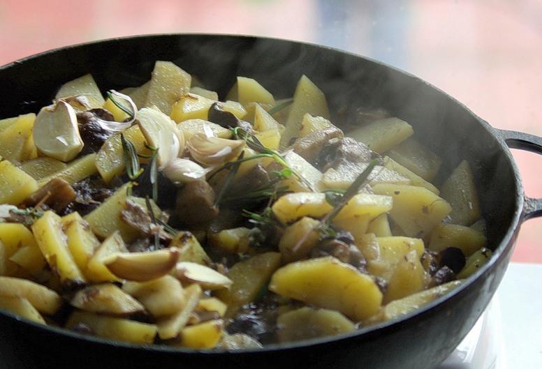 грибы с картошкой на сковороде рецепт с фото