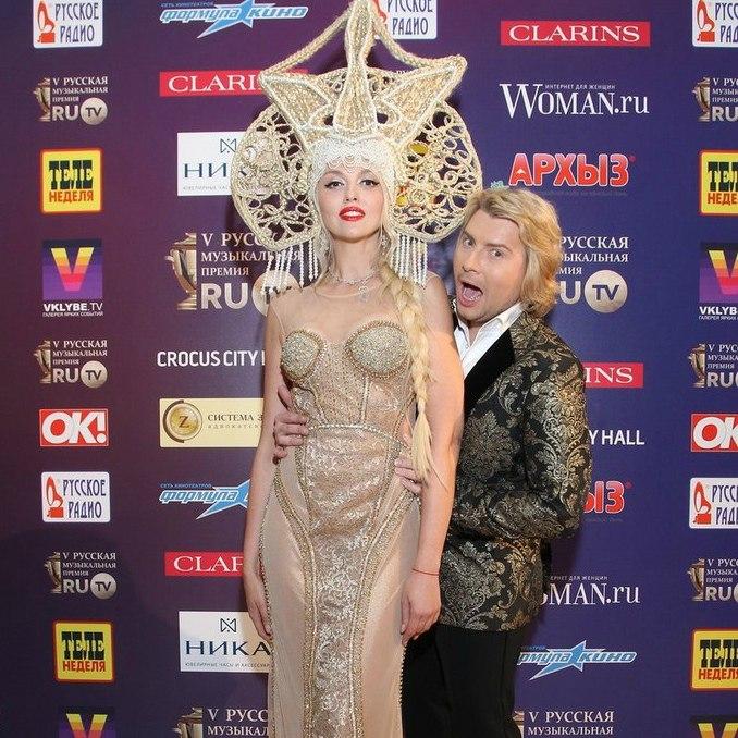 Ольга Полякова и Николай Басков были ведущими премии RU.TV-2015