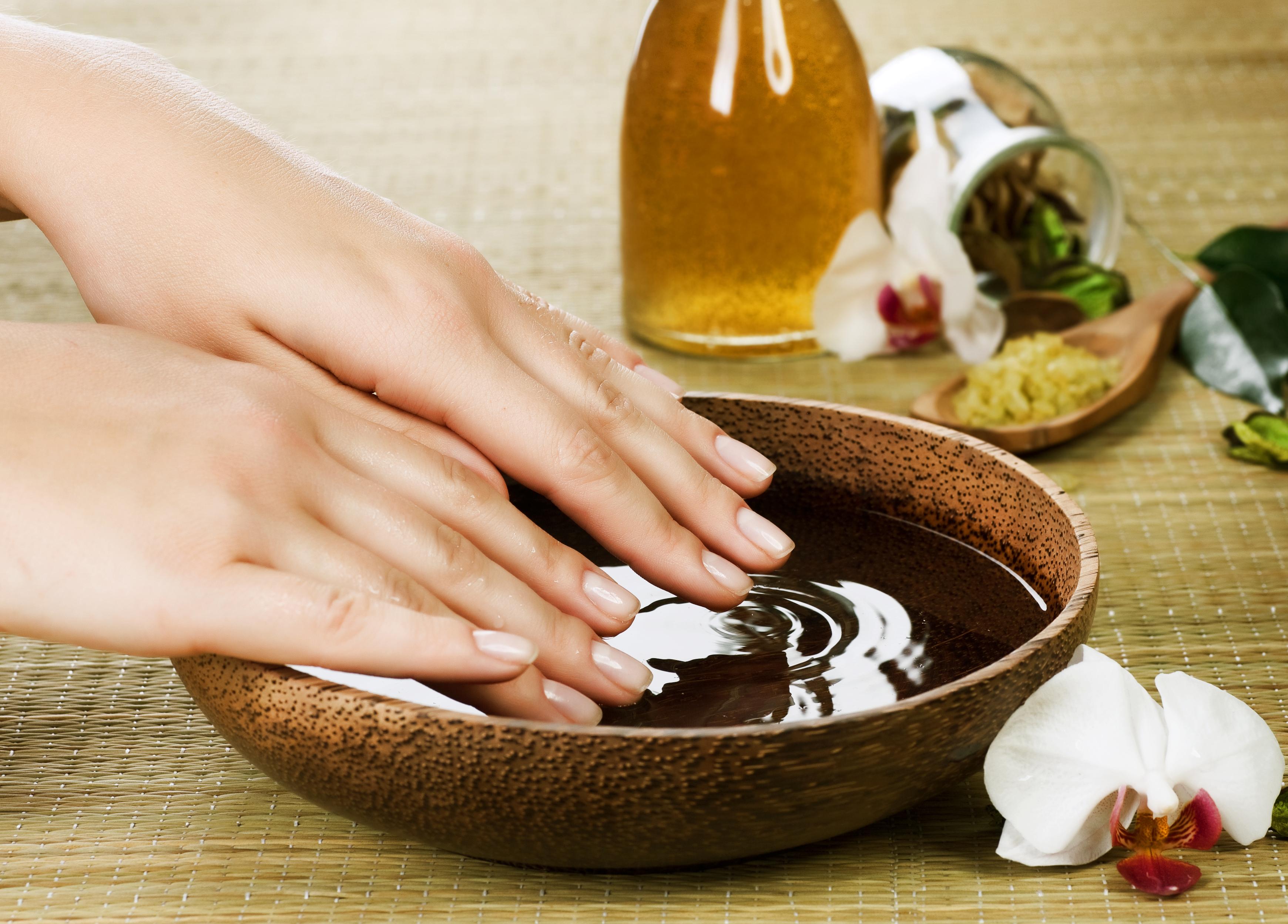 Идеальные ногти: ТОП-5 укрепляющих ванночек в домашних условиях