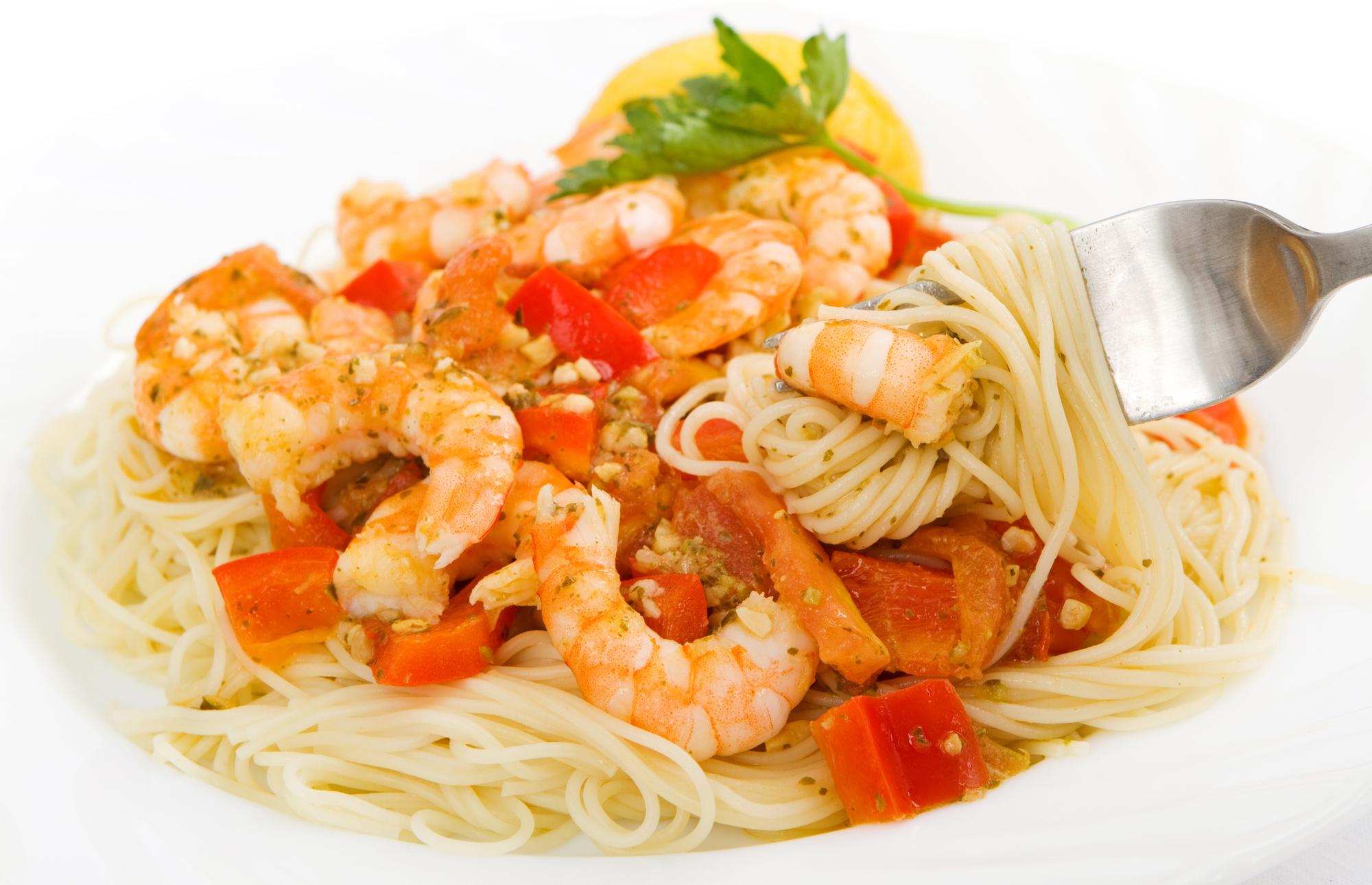 Пикантно: креветки в томатно-чесночном соусе