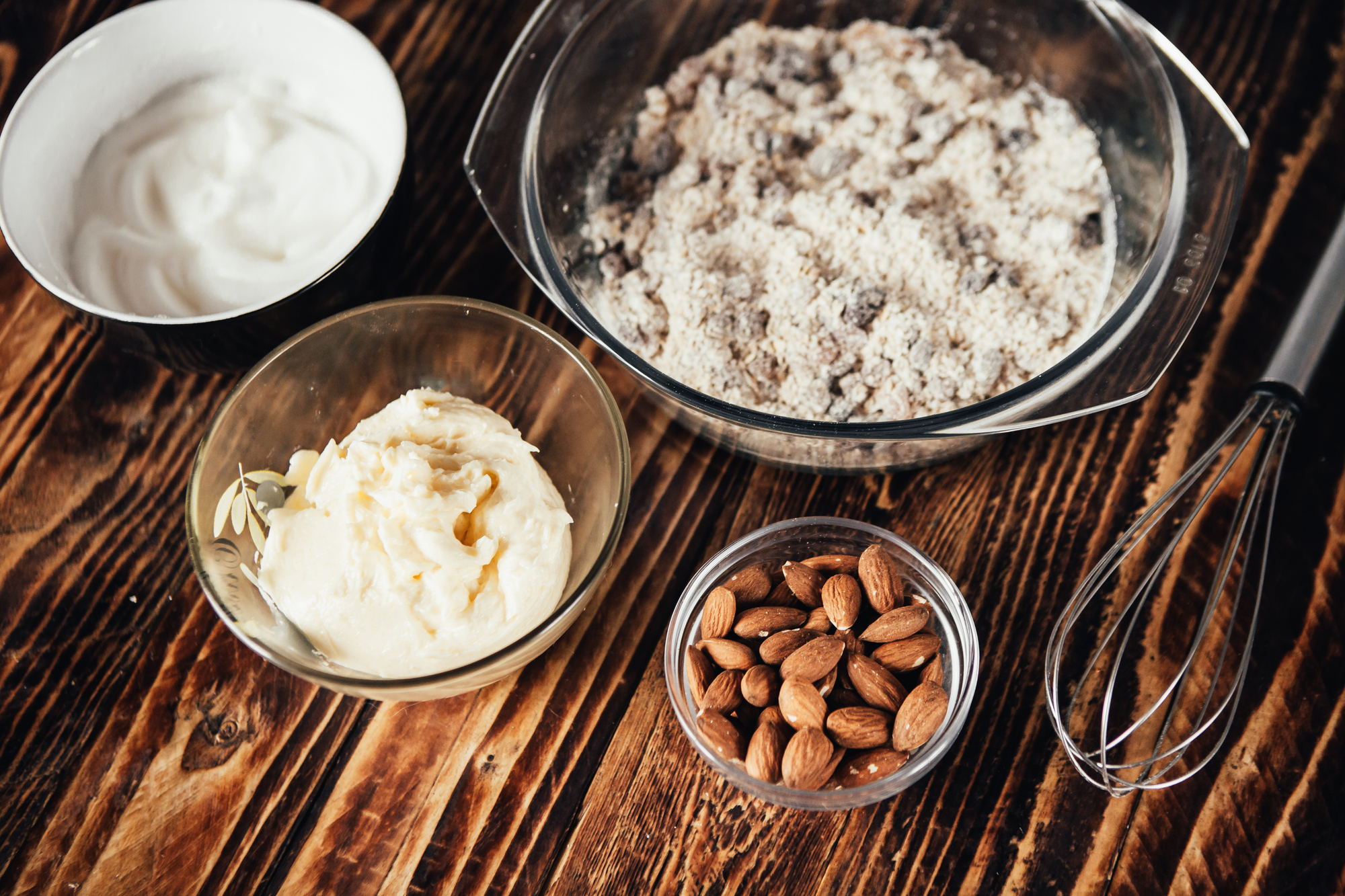 Полезное сыроедческое печенье с орехами и финиками