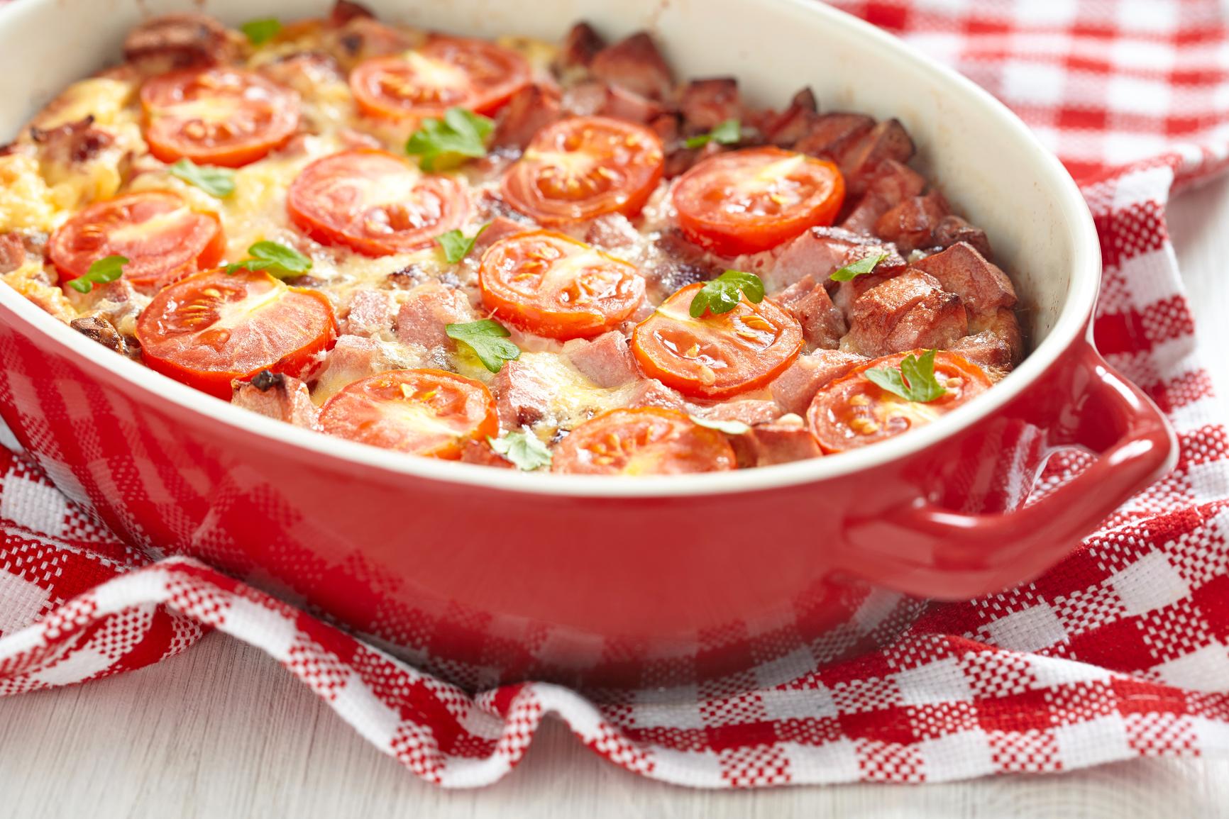 Яйца с помидорами и колбасой рецепт