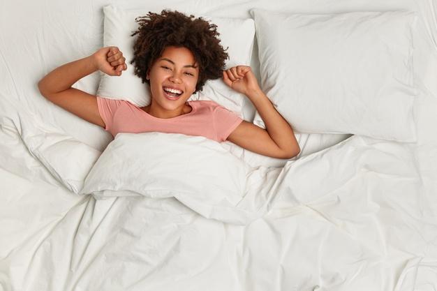 От чего нужно избавиться в спальне, чтобы хорошо спать и высыпаться