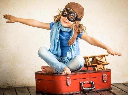 Путешествовать с ребенком может и родитель, который проживает отдельно от него при условии, что он вовремя платит алименты