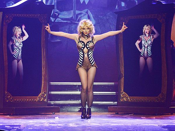 С певицей Бритни Спирс случился модный конфуз прямо на концерте