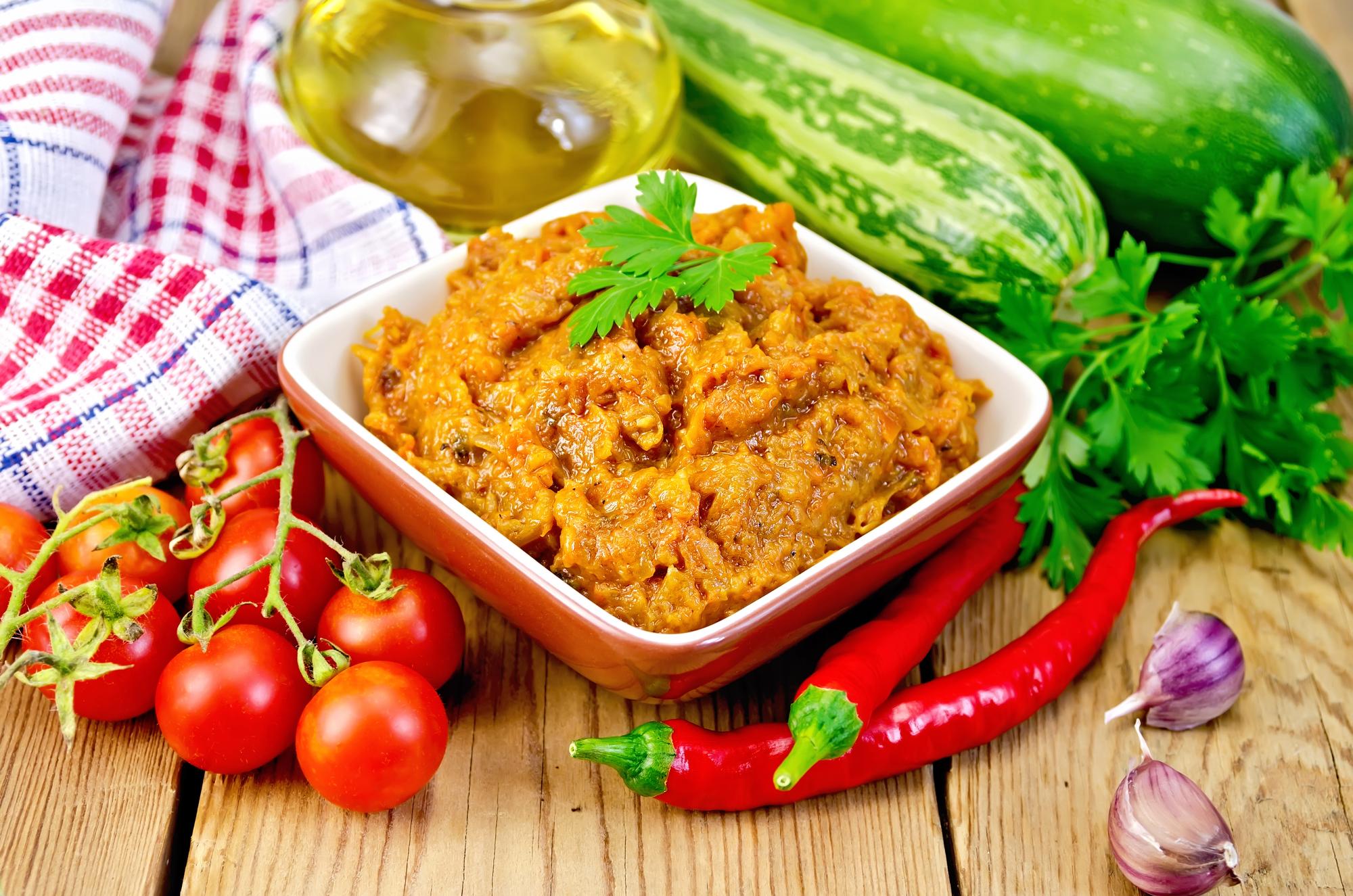 Кабачковая икра с томатной пастой: рецепт заготовки