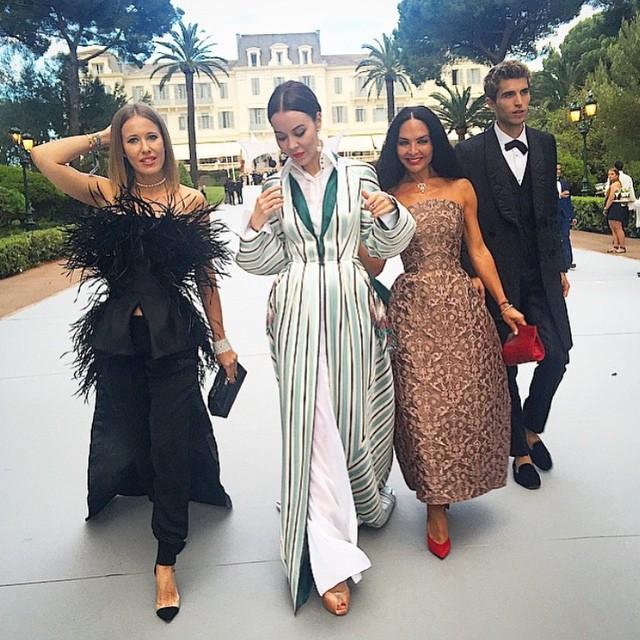 Ксения Собчак с подругами в Каннах на фестивале