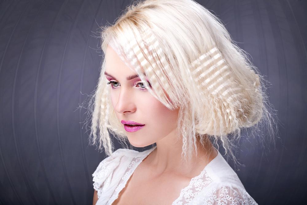 Прически для белых волос