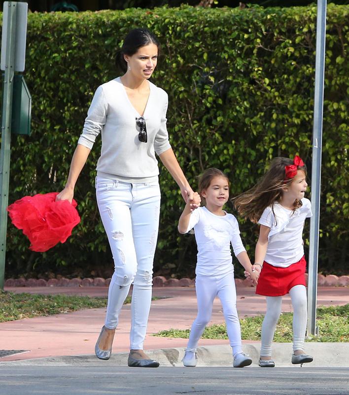 Адриана Лима с дочерью