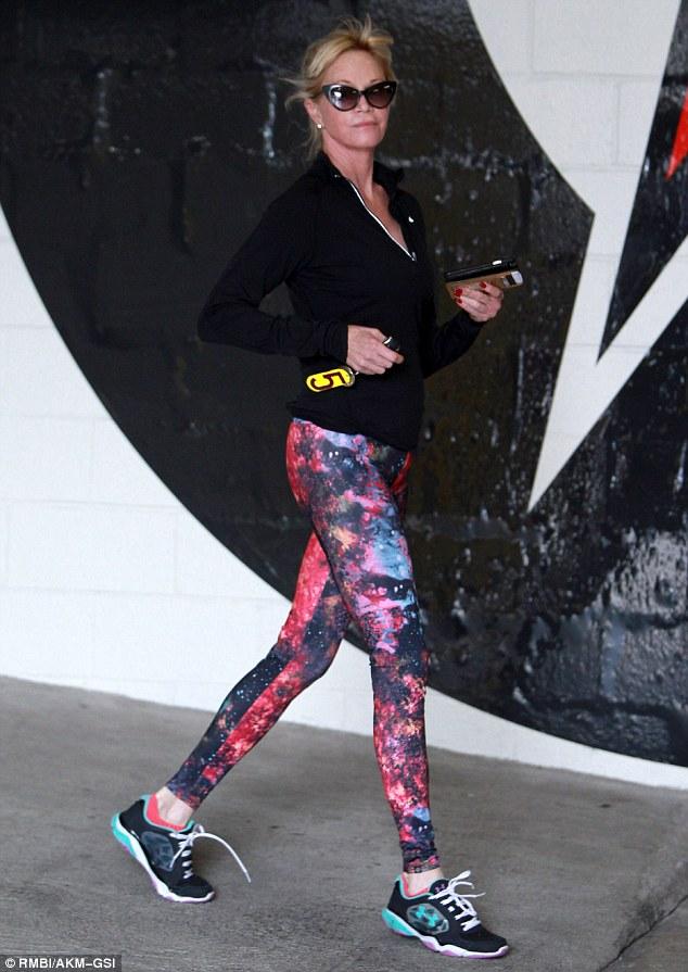57-летняя Мелани Гриффит в лосинах с космическим принтом