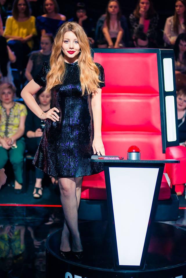 Тина Кароль похвасталась платьем от Louis Vuitton в эфире Голосу країни