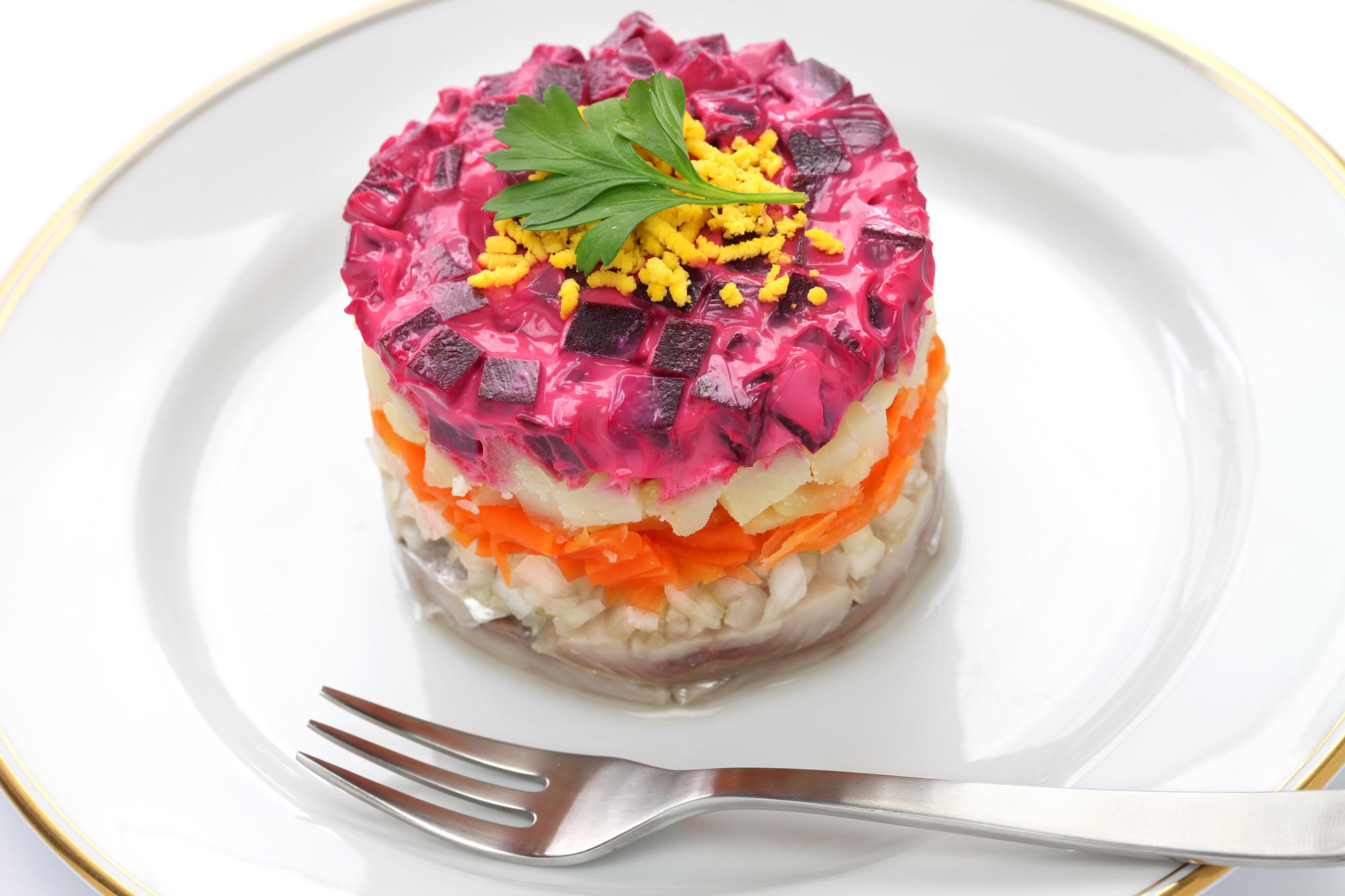 """""""Сельдь под шубой"""" с грибами: нетрадиционный рецепт салата"""