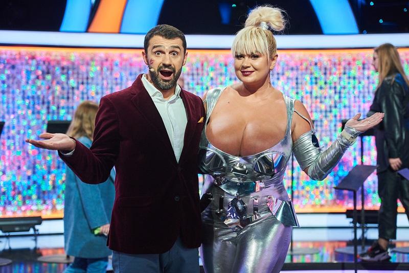 На шоу к Лесе Никитюк пришла блонда с 13-м размером груди!