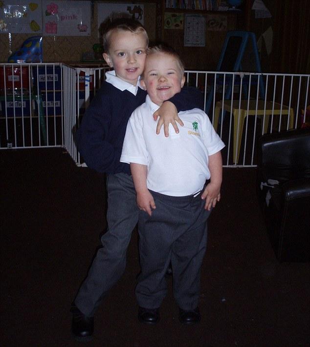 Дружные братья-близнецы