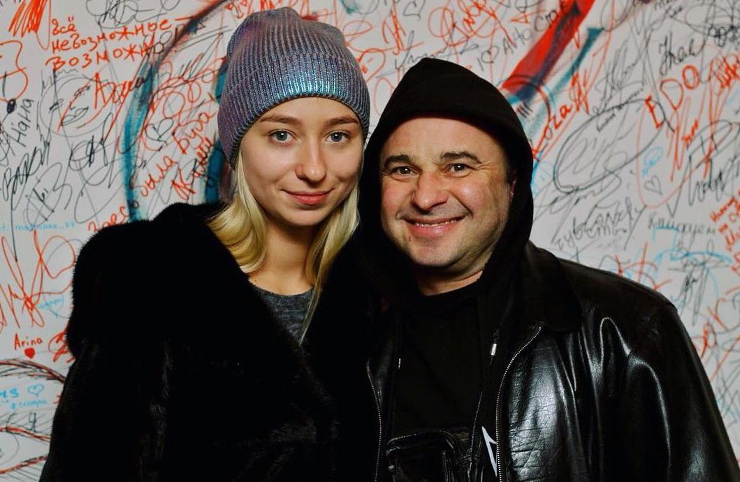 Виктор Павлик тайно развелся с женой ради 25-летней девушки - подробности