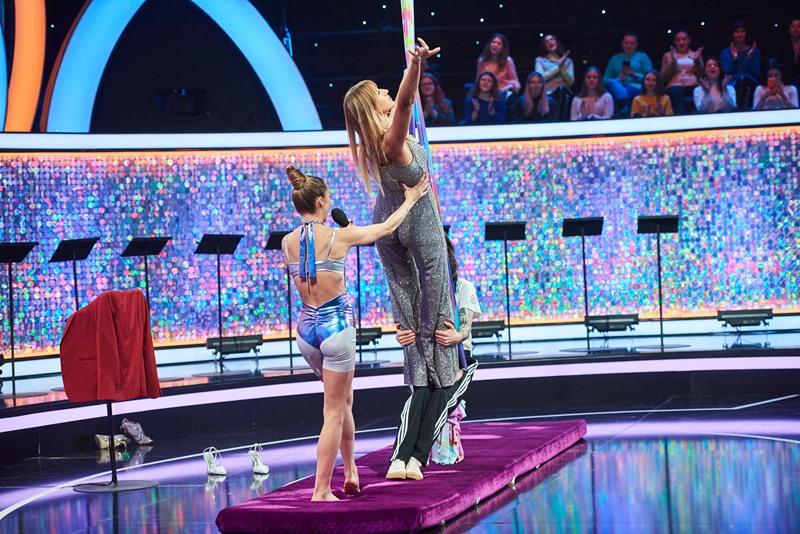 Леся Никитюк занялась акробатикой