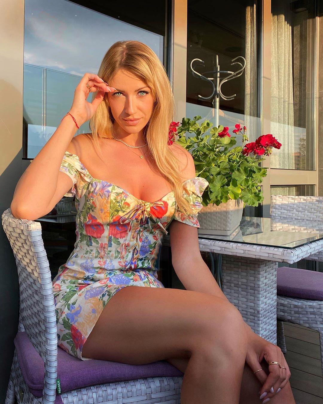 Леся Никитюк испачкалась какао на отдыхе